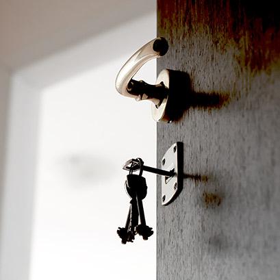 Awaryjne otwieranie zamków drzwi